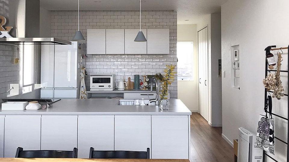 スタンダード グランディア タカラ こんばんは。 このたび家を新築することになったのですが、キッチンのことで悩んでいるので助言をください!