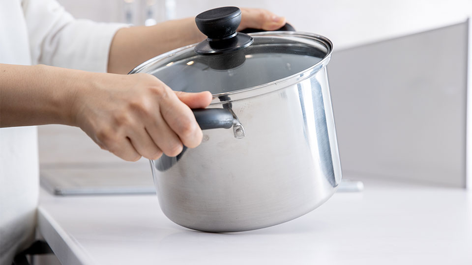 頑丈だから、お鍋が当たってもキズ付きにくい。